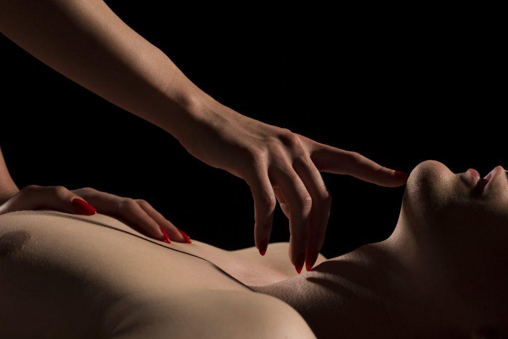 Homem e mulher em uma massagem sexy