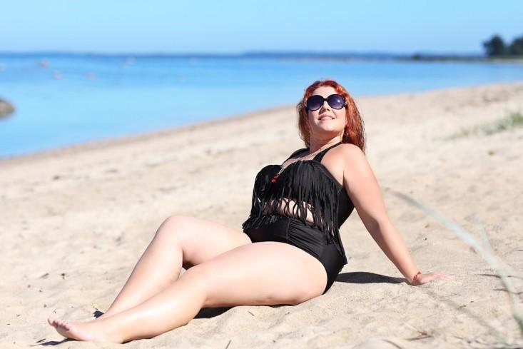 Curvy Girl Sexy catia-pompoarismo-mulher-sexy-com-curva-na-praia