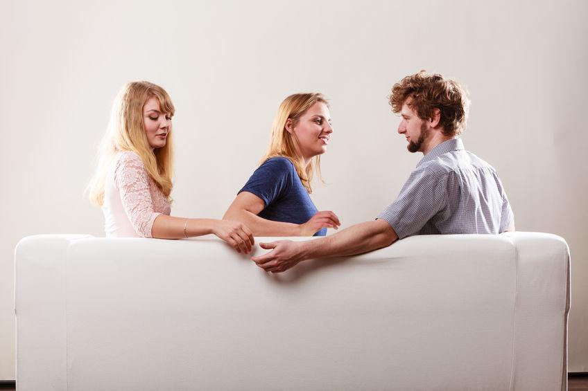 Catia Pompoarismo Traição no sofá