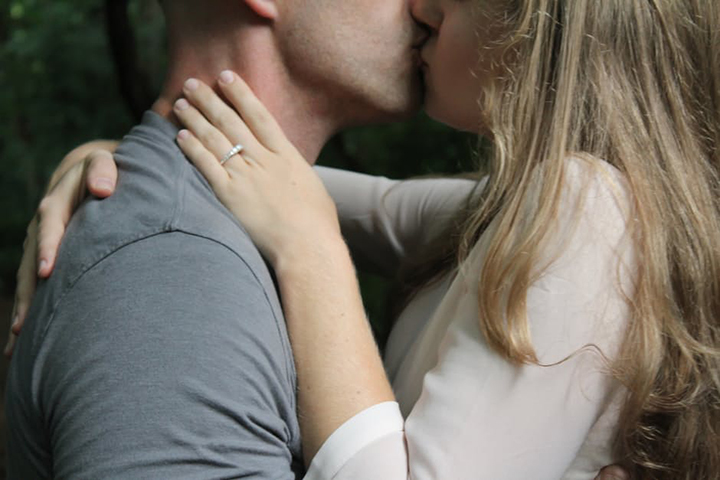 como beijar Cátia Damasceno