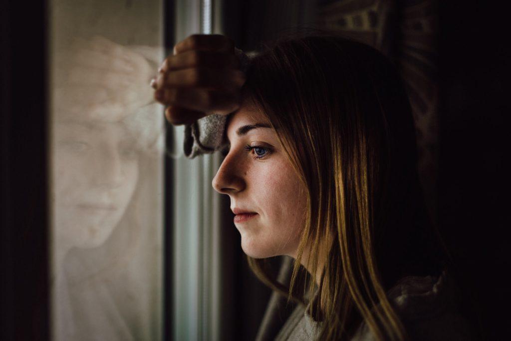 Como lidar com a rejeição - talvez você tenha aprendido que sua paixão não era mútua ou seu amigo parou de aceitar suas ligações.