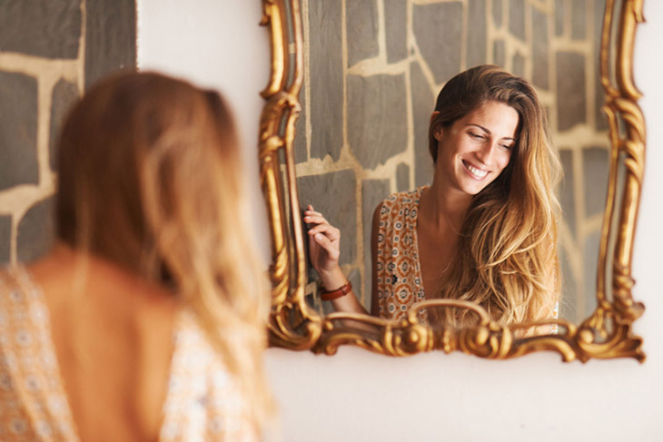 mulher no espelho