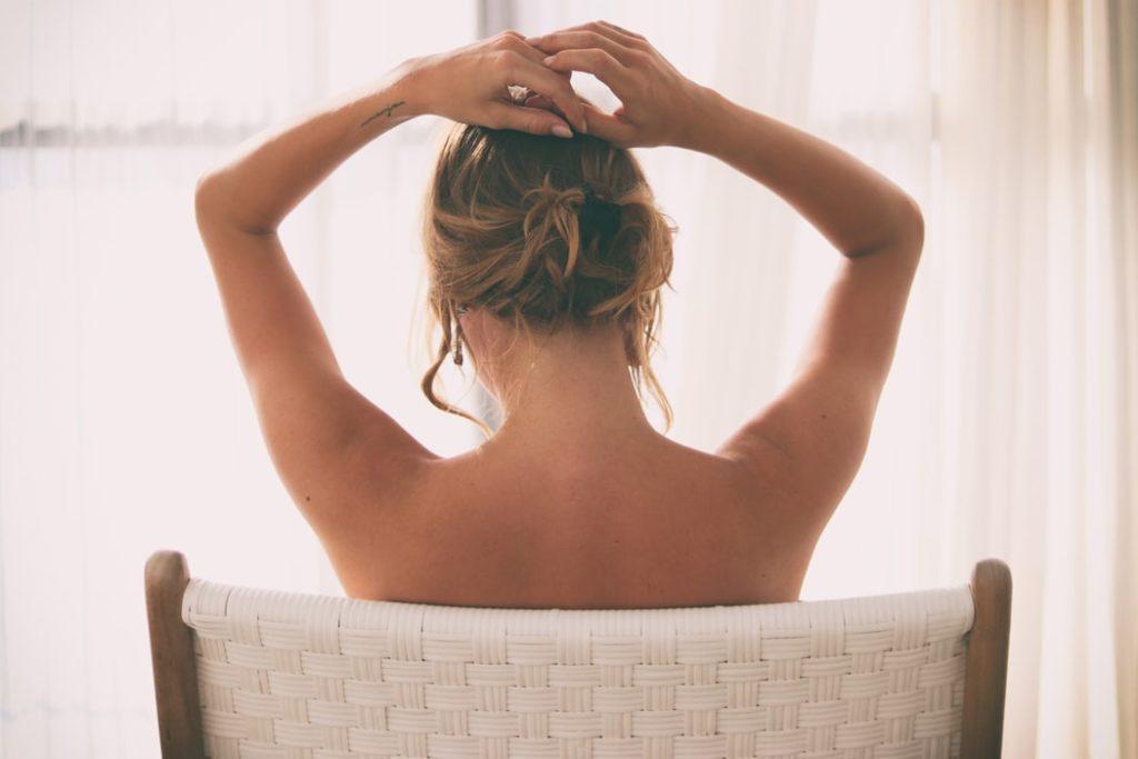 Para ter sexo anal sem traumas, é importante que você conheça seu próprio corpo.