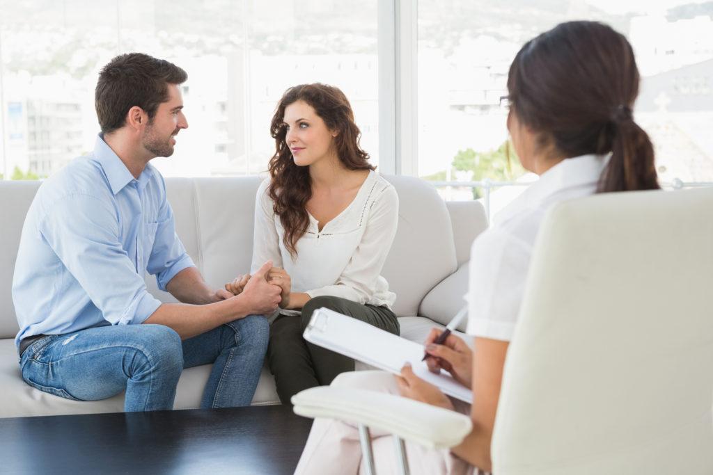 É importante lembrar que quando você vai para a terapia de casal, o terapeuta não deve dizer a você o que você deve fazer, mas ele deve explicar sua situação da melhor forma possível, viu?